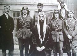 Conference de la paix 22 Janvier 1919 Faycal aux cotés de Lawrence