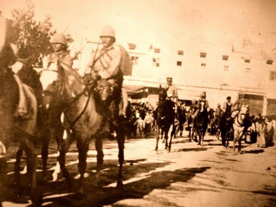 Entrèe à Damas de la division du Général Goybet , le 25 Juillet 1920 , après le combat de Meyzeloun