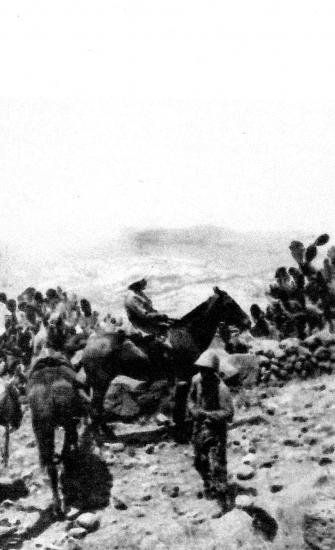 Devant le Qalaat Marqab juillet 1920