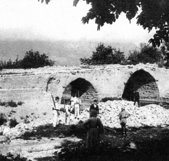 Le pont ancien de Paias