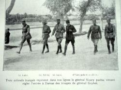 trois colonels francais reçoivent le général noury pacha venant régler entrèe à Damas des troupes du général Goybet.