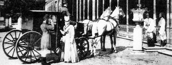 Une femme de Harem montant dans son equipage